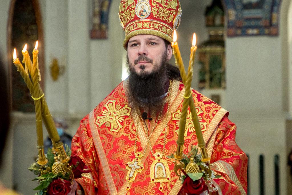 Клирики кафедрального собора поздравили настоятеля с пасхой
