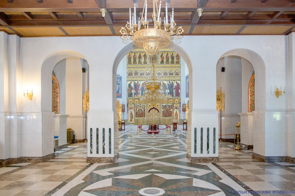 Преображенский собор молитвенно отметил престольный праздник и 18-летие со дня освящения