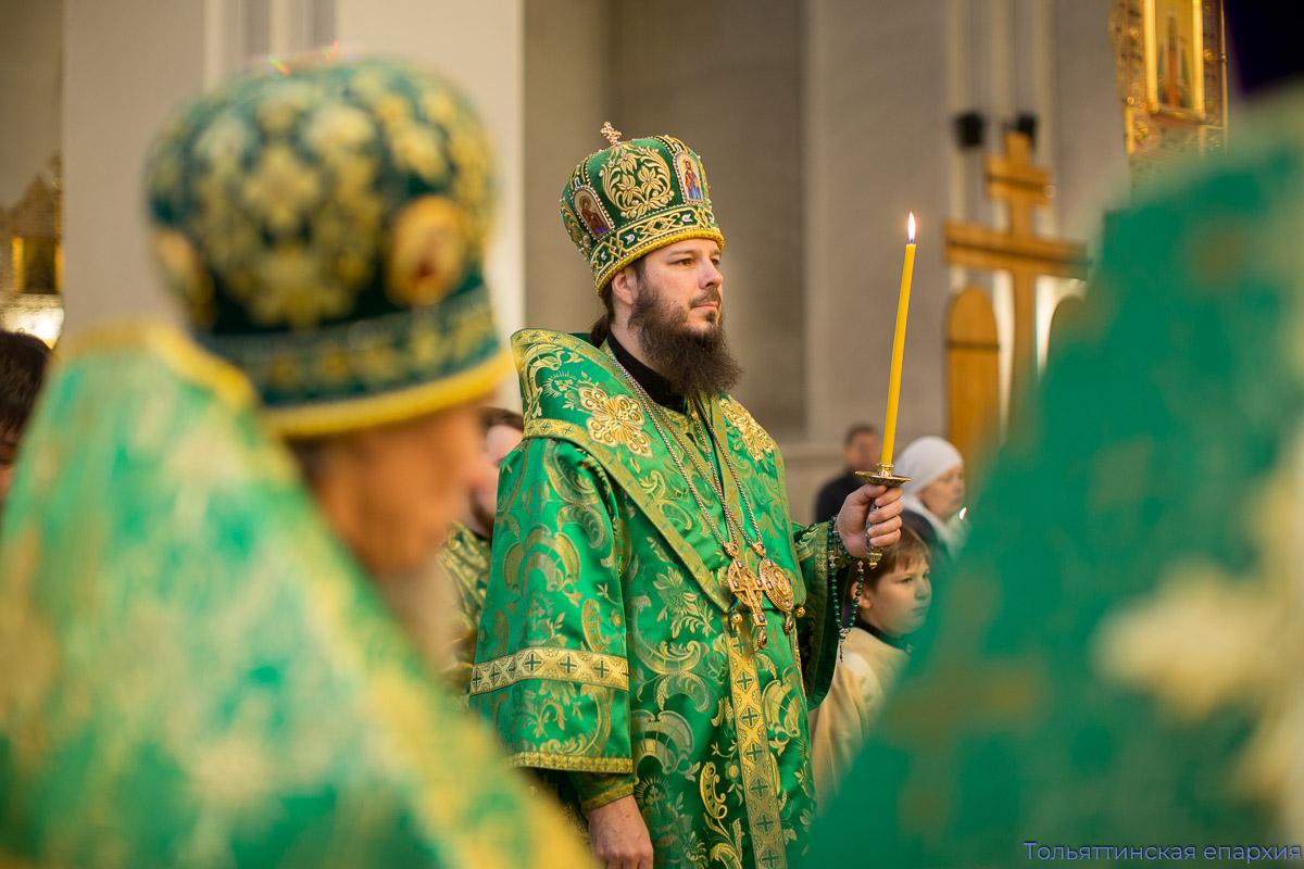 Духовенство и прихожане собора поздравили архипастыря