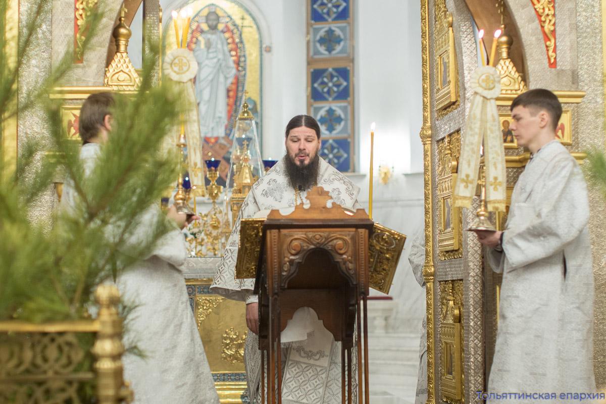 Служители Преображенского собора поздравили своего настоятеля