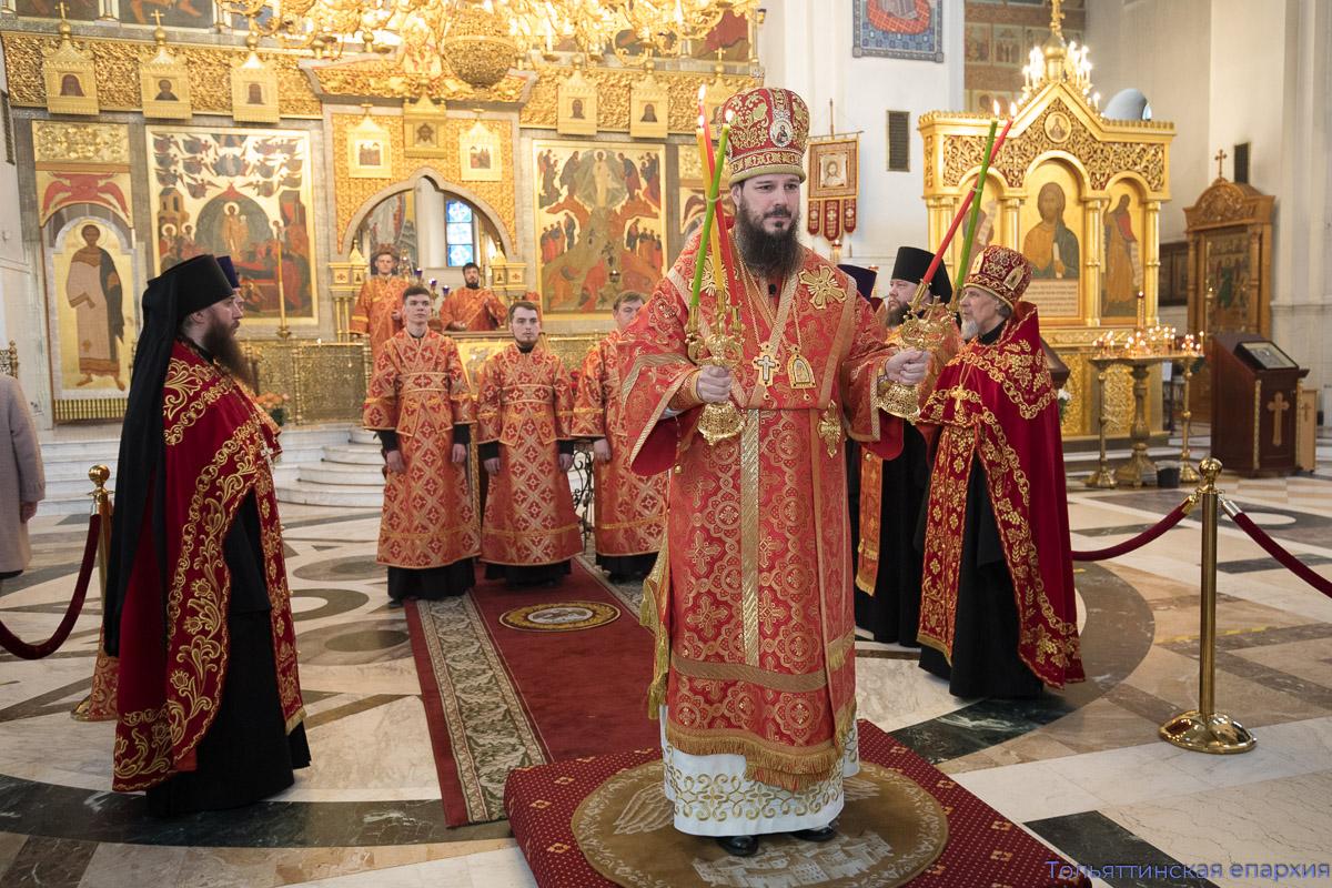 Клирики, работники кафедрального собора и сотрудники епархиального управления поздравили епископа Нестора с Пасхой