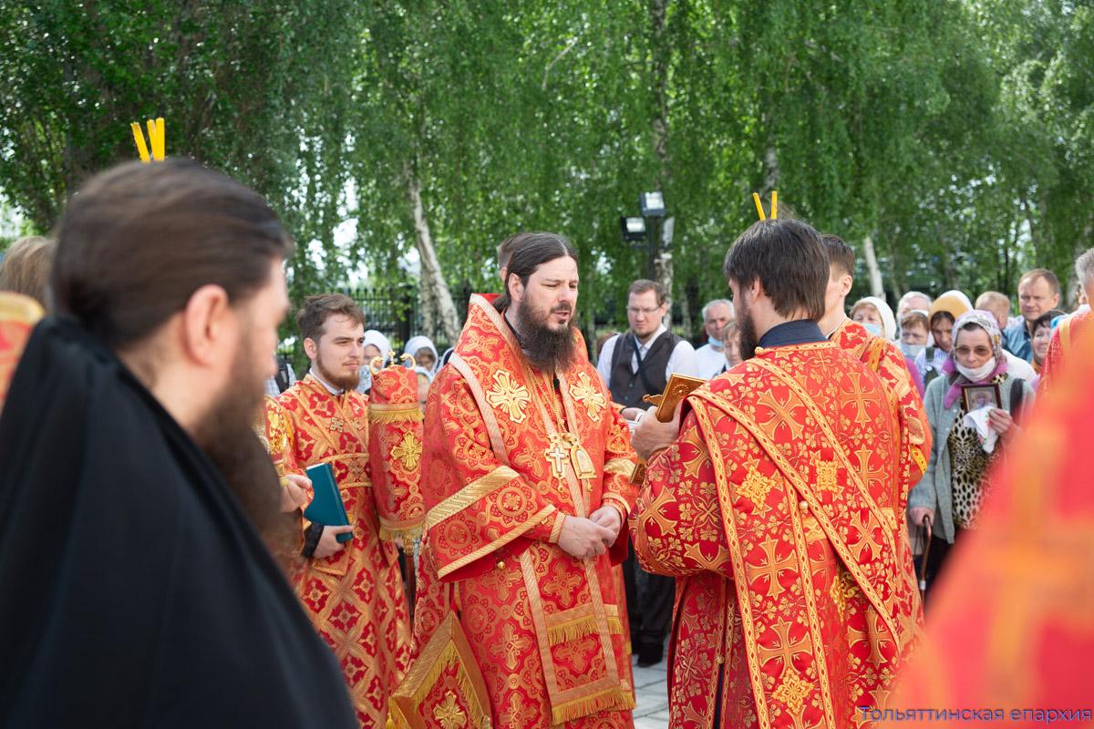Святитель Николай проповедует об истиной вере