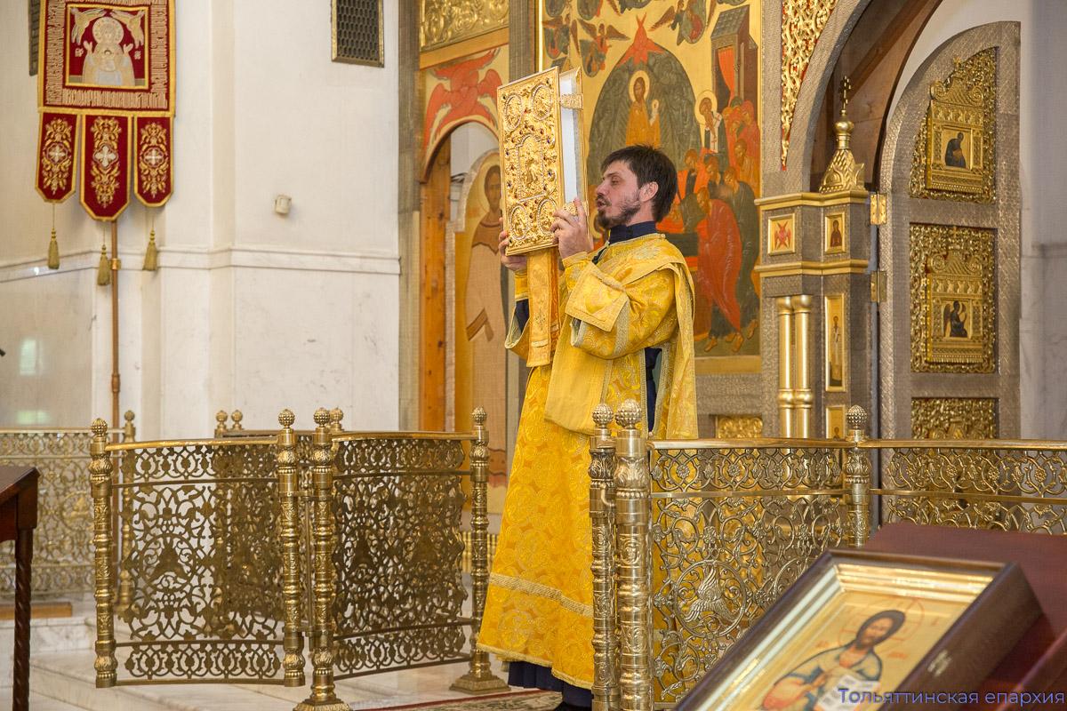 Епископ Нестор совершил всенощное бдение в кафедральном соборе