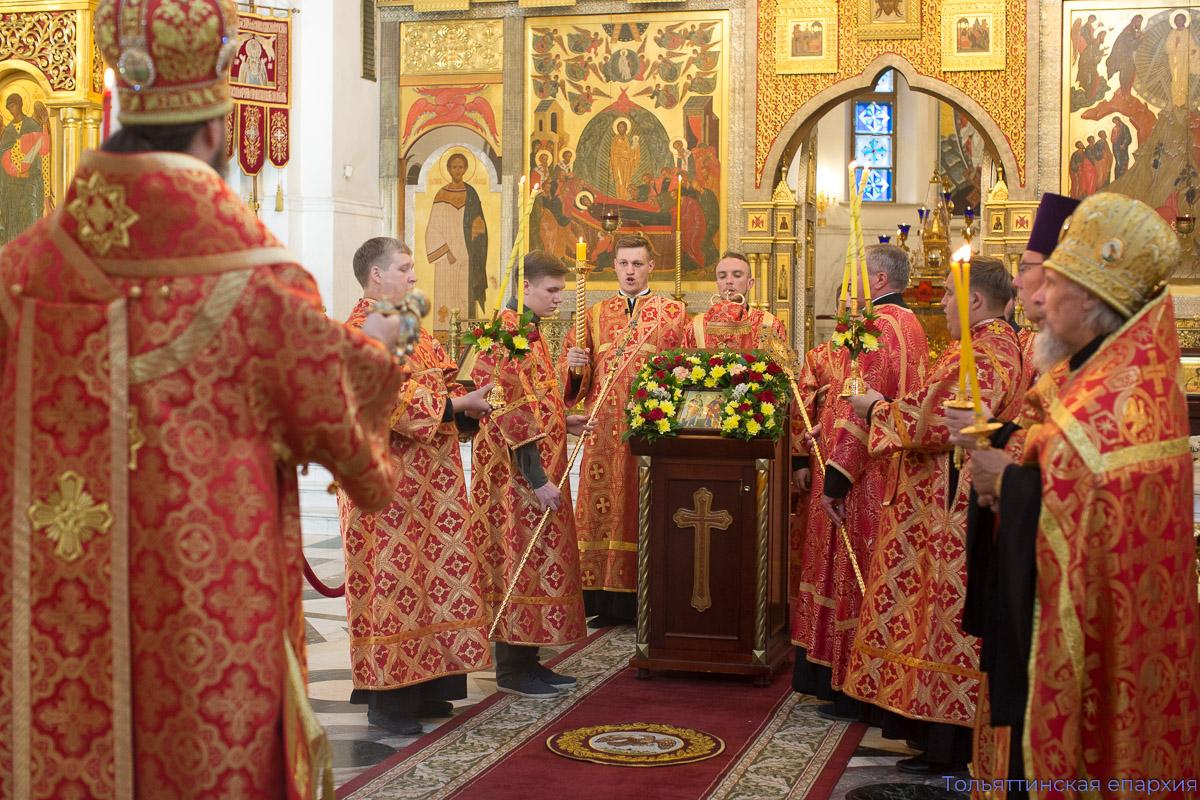 Епископ Нестор совершил всенощное бдение в кафедральном храме накануне великого праздника