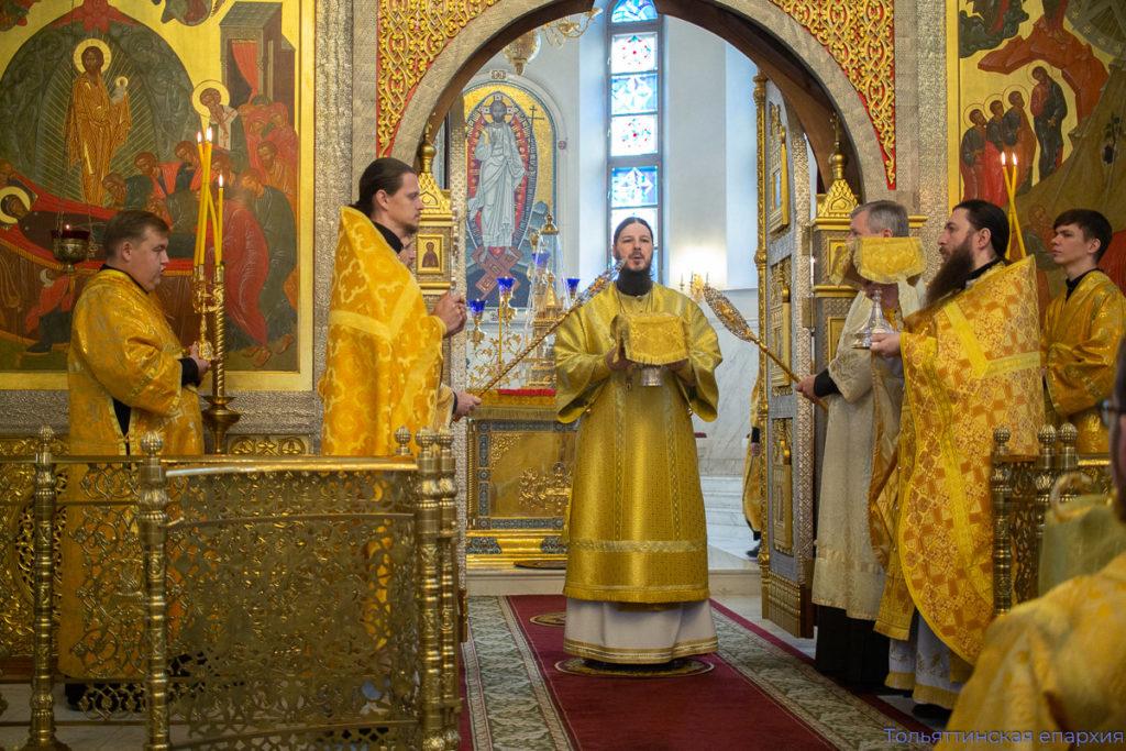 Епископ Нестор совершил воскресное богослужение